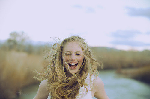 Resultado de imagem para menina sorrindo tumblr