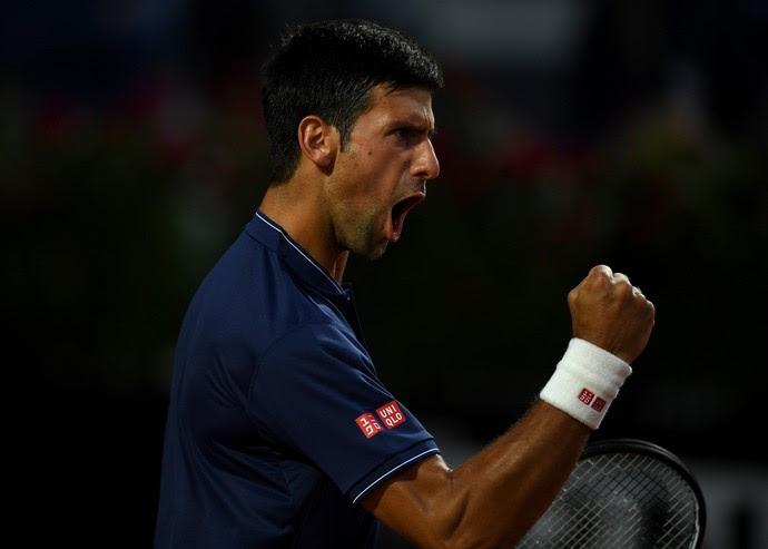 Novak Djokovic vibra e cerra o punho após ponto no Masters 1000 de Roma (Foto: Gareth Copley / Getty Images)