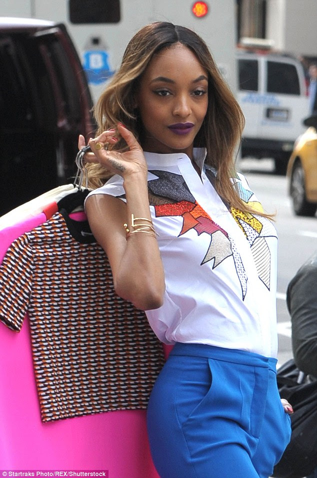 She's a pro! Jourdan showed off her modelling prowess as she cavorted down the city streets, toting some seriously stylish ensembles behind her shoulder while posing for the camera
