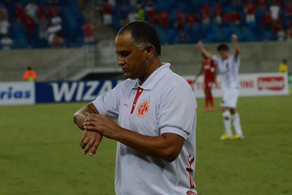 O técnico do América, Oliveira Canindé sabe que chegou a hora de o time mostrar sua força
