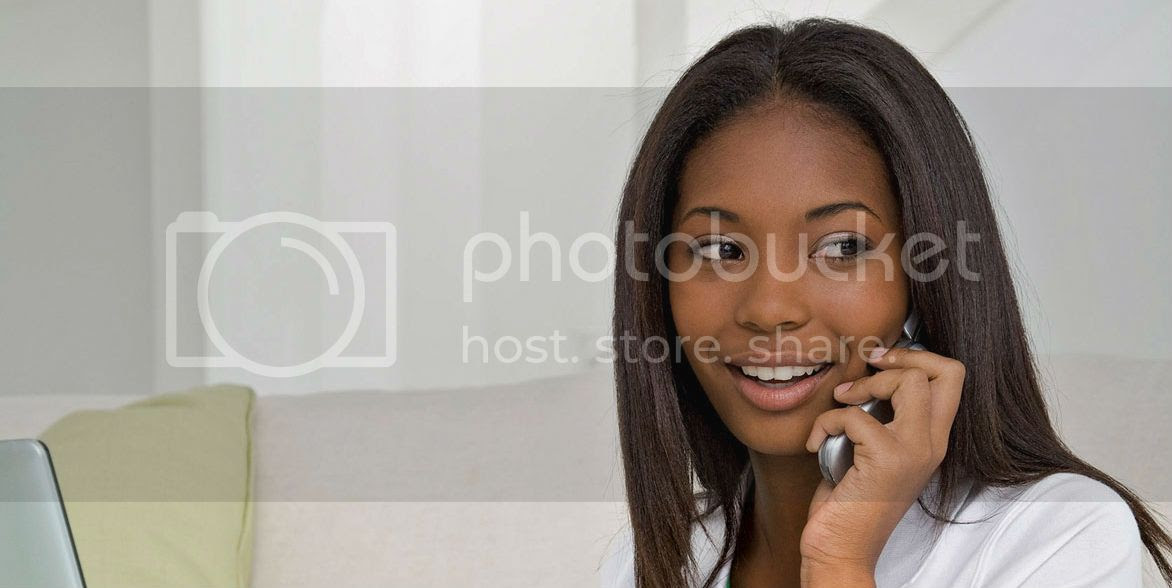 photo young_black_woman_using_phone.jpg