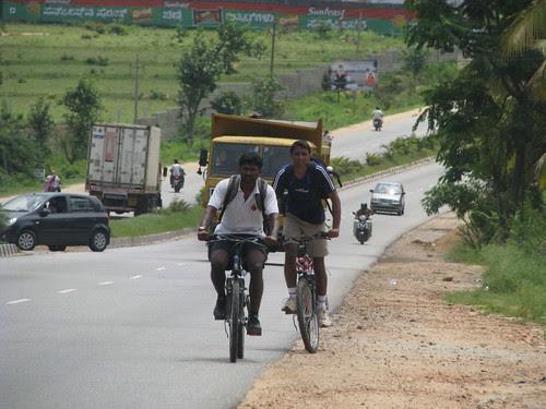 Ramnagram_Cycling_Men_at_work
