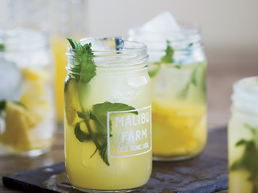 7 Refreshing Poolside Cocktails