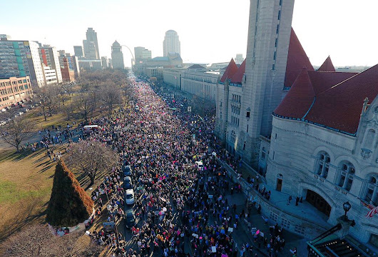 "Ricky Davila på Twitter: ""A Sea of unity in St. Louis. ❤️ #WomensMarch #StrongerTogether """