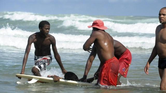 O surfista foi atacado por um tubarão
