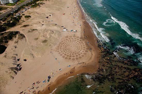 Εξωπραγματική τέχνη σε παραλίες από τον Jim Denevan (25)