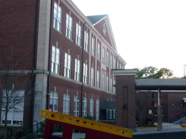 P1070416-2011-01-29-North-Fulton-High-School-Shutze-South-Wing