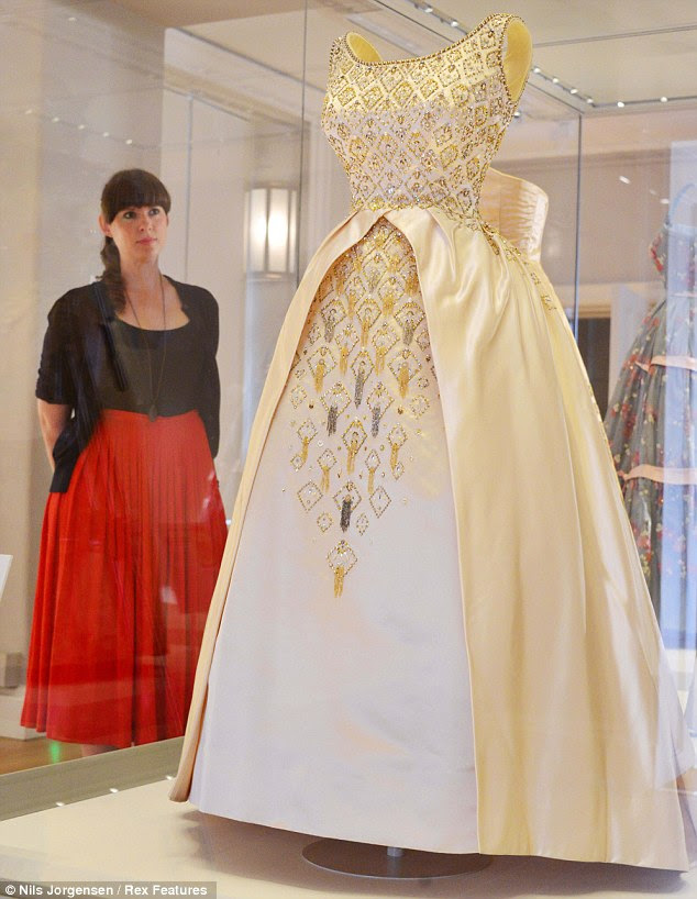 Queen Elizabeth II gown worn for opening of the New Zealand parliament in 1963