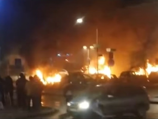 Sweden: Looting, Cars Torched, Police Attacked as Riots Break out in Migrant Suburb