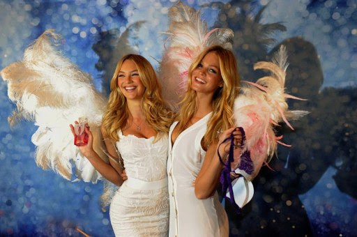 "As ""angels"" da Victoria's Secret Candice Swanepoel e Erin Heatherton (Foto: AFP/Agência)"