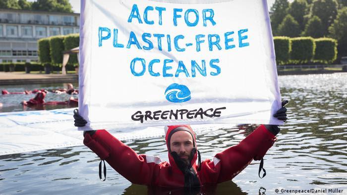 Activista de Greenpeace en Brema.