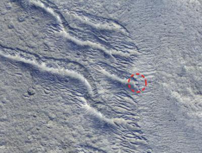 Formação quadrada encontrada na LUA 3