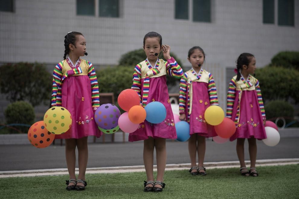 Діти проводять репетицію танцювальної програми до черговому міського свята