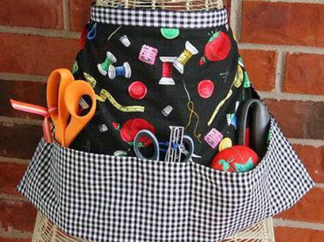 Simple Waist Craft Apron Tutorial - Easy enough for beginners ~ Great weekend project! @Janis La Jones could you make something like this for me to where in my class???