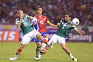Mexico's footballers Jorge Torres (L) and Rafael Marquez clash with Costa Rica's Bryan Ruiz (C) during their Brazil 2014 FIFA World Cup qualifier match, at the National stadium in San Jose, on October 15, 2013