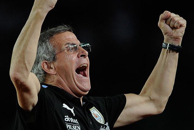 El grito de victoria del Maestro Tabárez en el Estadio Cachamay de Puerto Ordaz.
