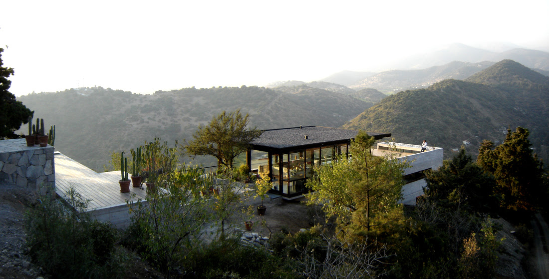 House on the road to Farellones - Max Nuñez & Bernardo Valdes