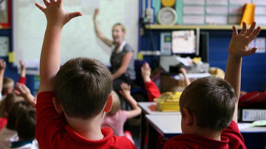 Trainee teachers 'deterred by complexities' - BBC News