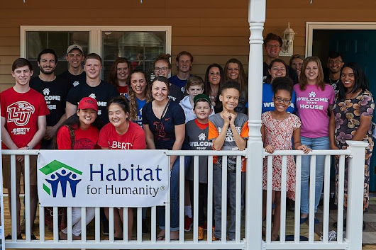 Habitat for Humanity club welcomes local family into their new home | Liberty University