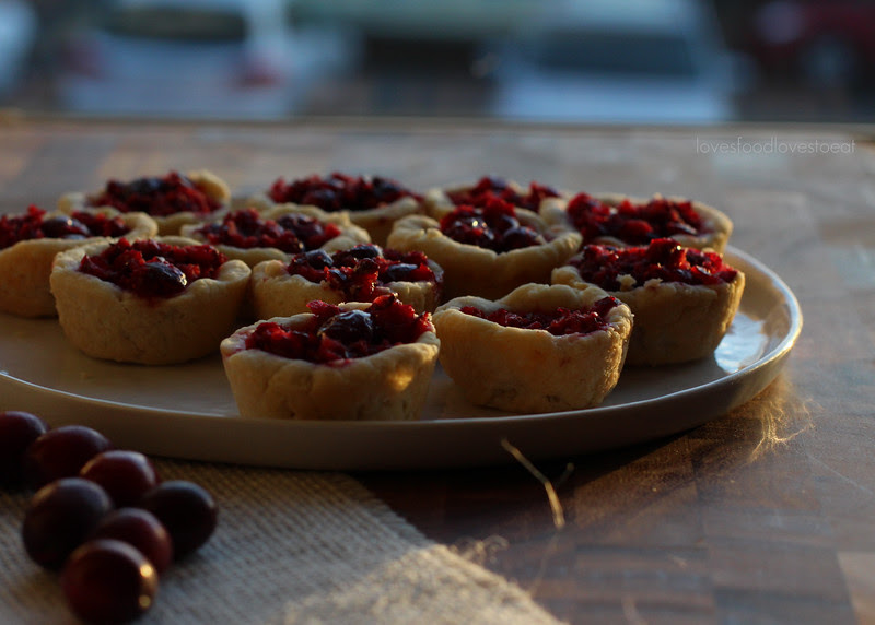 Mini Cranberry Tarts // Loves Food, Loves to Eat