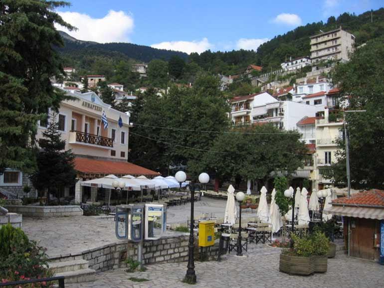http://www.hellenica.de/Griechenland/Ort/Karpenisi01.jpg