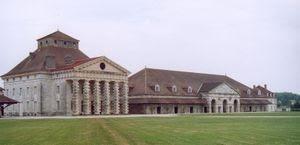 300px-Arc-et-Senans_-_Pavillon_du_directeur_et_atelier.jpg
