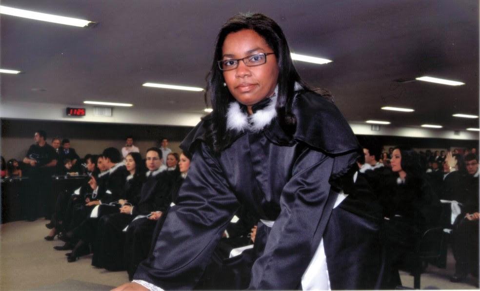 Adriana durante a posse como juíza de direito: livro para incentivar outras pessoas (Foto: Arquivo pessoal)