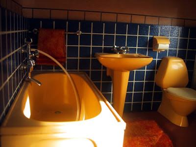 Vintage 1967 Lundby dollshouse bathroom.