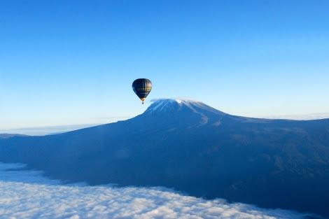 Expedición en globo sobre el Kilimanjaro. | El Mundo