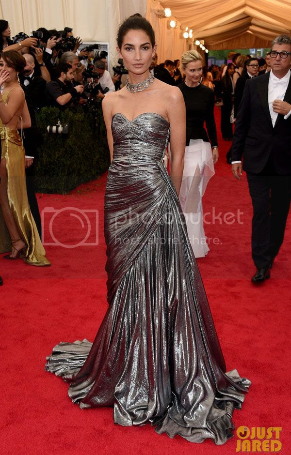 photo lily-aldridge-is-wrapped-in-silver-at-met-ball-2014-05_zps5aac1977.jpg
