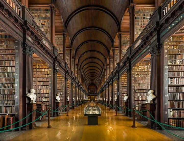 Long Room Old Library at Trinity College Dublin libreria Biblioteca
