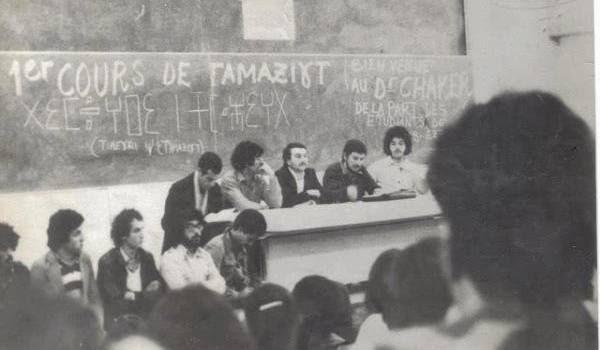 Un cours de tamazight à Tizi-Ouzou, du temps de l'autoritarisme du parti unique.