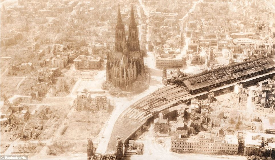 Impressionante: Muitas das tropas aliadas foram particularmente comovido pela visão da catedral de Colônia, que foi principalmente ileso