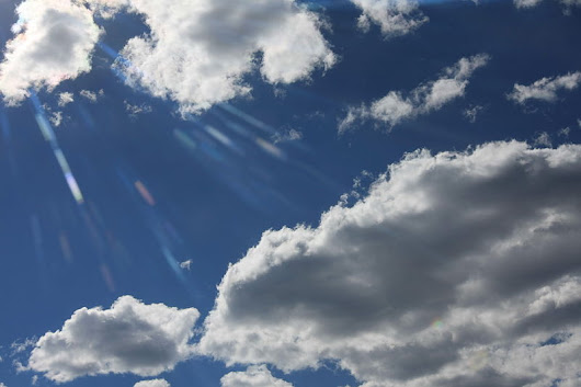 File:Beaming through Clouds.JPG - Wikimedia Commons