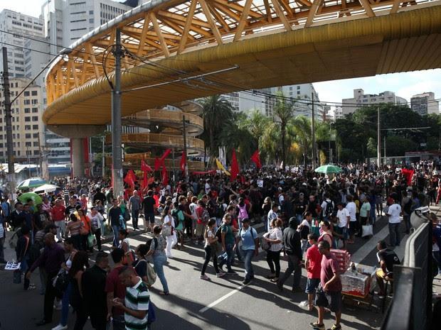 Concentração no Terminal Parque Dom Pedro para ato do MPL nesta quinta-feira (Foto: Marcelo Brandt/G1)