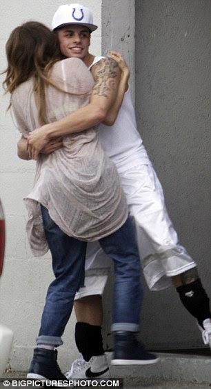 Brincando: Os dois foram desfrutar de uma pausa nos ensaios para o AMAs, que viu Lopez executar na frente de seu ex-marido
