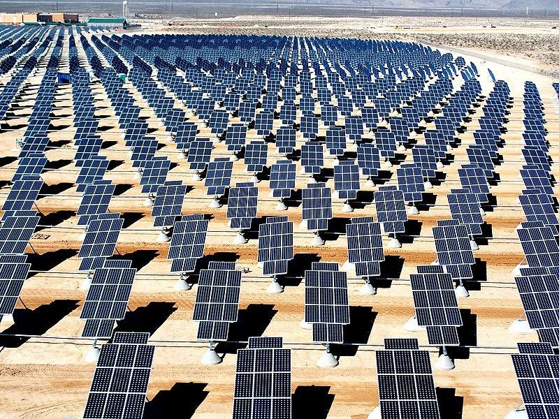 File:Giant photovoltaic array.jpg