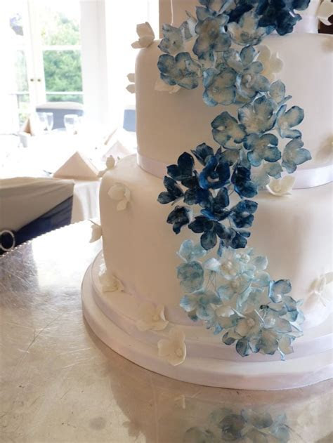 17 Best ideas about Hydrangea Wedding Cakes on Pinterest