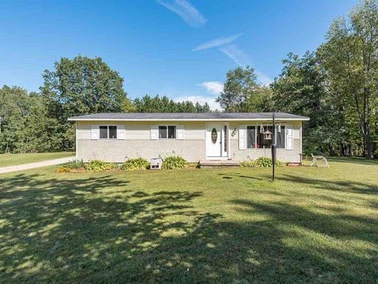 Country Setting Home with Pratt Lake Access--Gladwin, M