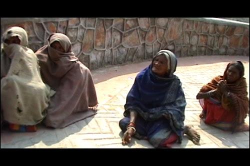 [Fleeting Images] Beggars on a hilltop