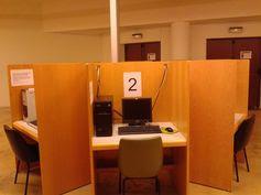 Servicio de ordenadores con Window 7 y CS6 en la BIBLIOTECA DE CIENCIAS DE LA INFORMACIÓN (http://noticias-y-punto.blogspot.com.es/2014/03/servicio-de-ordenadores-con-window-7-y.html). Puedes hacer una reserva desde: http://reservas.bbtk.ull.es/day.php?area=23 Campus de Guajara.