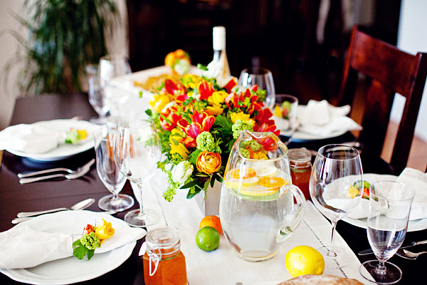 Dinner Table Décorating Tips | InteriorHolic.
