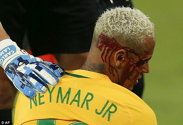 Yasmani Duk planted an elbow into the side of Neymar's head in his attempts to win the ball