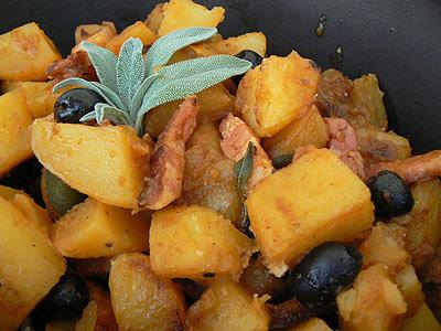 pommes de terre cuites, olives et lard.jpg
