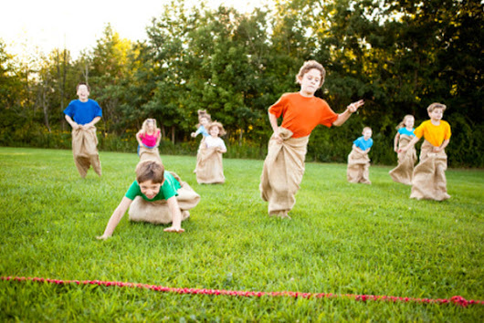 Inexpensive Outdoor and Indoor Party Games for Kids
