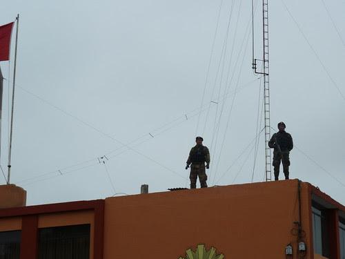 """Sur le toit les """"fuerzas especial"""" veillent"""