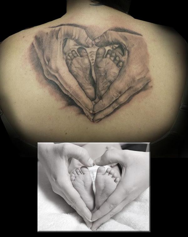 Pies De Bebé En Las Manos Tatuajes Online