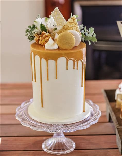 Birthday Cakes, Anniversary Cakes, Engagement Cakes
