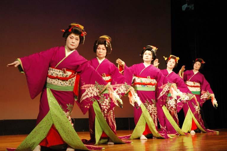 http://www.japanupdate.com/img/2013/04/Ryukyu-Festival4.jpg
