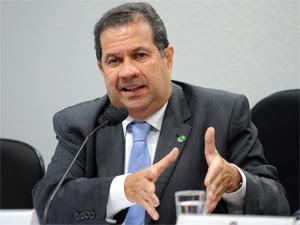 O ministro do Trabalho, Carlos Lupi, durante audiência no Senado. (Foto: Wilson Dias/ABr)